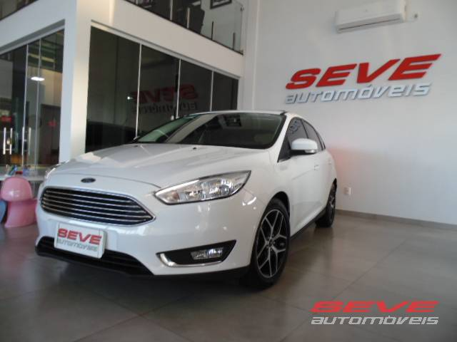 FORD FOCUS TITANIUM 2.0 HATCH AUTOMATICO
